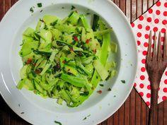 Salada de abobrinhas com molho de pimenta e hortelã