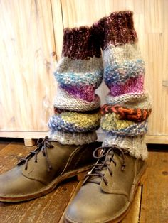 Sweater sleeves as boot socks! Boot Cuffs, Boot Socks, Cozy Winter Fashion, Wooly Jumper, Knit Boots, Stylish Boots, Crochet Slippers, Knitting Socks, Hand Warmers