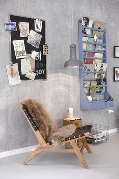 De grijze kalkmuur, met het stoeltje... Je leest het op http://www.stijlhabitat.nl/inspiratiezaterdag-no-3/ Grey wall, simple chair