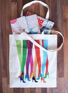 How lush is this toteally cool bag! Oh and what's that popping out the top!! #molliemakes