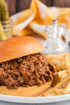This sloppy joe recipe combines ground beef, green pepper, onion, mustard, ketchup, and brown sugar to make one delicious dinner! #amandascookin #easydinners #dinnerrecipes #sloppyjoerecipe Hamburger Meat Recipes, Beef Meals, Joe Recipe, Meals On Wheels, Sloppy Joes Recipe, Beef Casserole, Ground Beef Recipes, Stuffed Green Peppers, Ketchup