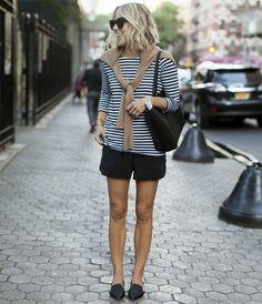 Look verão com short preto e blusa listrada
