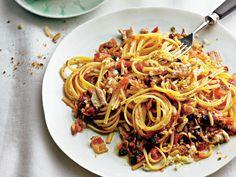 Genießen wir Pasta wie in Italien - mit Rezepten von Wild-Bolognese bis Maronen-Nudelauflauf. So herzhaft und würzig schmeckt Pasta nur im Winter.