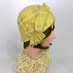 Patterned Fur Felt Cloche Hat - Mustard Yellow Beige Yellow and Off White - Vintage Hood - Side Pleats - Large Button Cockade - Hand Made Hats Short Hair, Short Hair Wigs, 1920s Fashion Women, Wig Hat, Flapper Hat, Hats For Sale, Vintage Fur, Diy Hair Accessories, Cloche Hat
