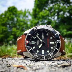 Sub Vintage Black Ceramic Inserts are back in stock. Limited quantity.  Photography courtesy of @johnnyswatches  Get them at www.DLWwatches.com  #seiko #seikomod #skx007 #skx009 #bezel #ceramicbezel #seikodiver #seikowatch #diverwatch #watchuseek #instawatch #dailywatch #watchporn #watchfam #watches #watchnerd #watchshot #watchpic #rolex #sub #submariner #dlwwatches #dlw by dlw.watches #rolex #submariner