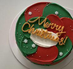 Pretty Birthday Cakes, Pretty Cakes, Cute Cakes, Chrismas Cake, Christmas Themed Cake, Mini Tortillas, Mini Cakes, Cupcake Cakes, Waffle Pops
