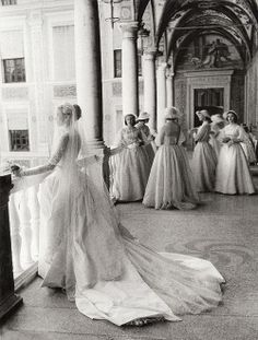 grace kelly on her wedding day with her bridesmaids