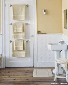 Cuando la familia es numerosa, ésta es una buena idea para hacer espacio y colocar las toallas de cada uno de ellos.