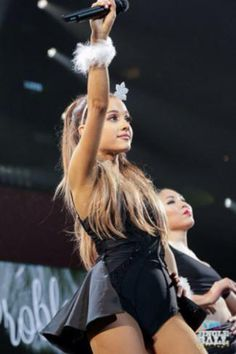 AG - Ariana at Jingleball