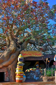Honey Tree at the Entrance of The Many Adventures of Winnie the Pooh Queue