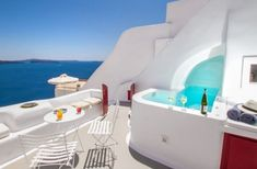 If you are wondering where to stay in Santorini or specifically looking for Airbnb Santorini rentals, you have come to the right place! I've rounded up the twelve best Santorini Airbnb options in the best place to stay in Santorini. Mini Piscina, Santorini Island, Santorini Greece, Santorini Travel, Santorini Villas, Mykonos, Phuket, Lonely Planet, Airbnb Rentals