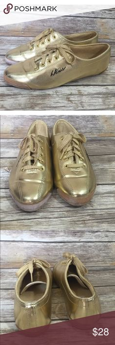 VTG LA Gear Shoes Sz 7 Gold Metallic 90's Sneakers Fall in love with these fabulous metallic LA Gear sneakers. Perfectly unique and a true statement to your 90's style! ❤️women's size 7 ❤️good, vintage condition with some discoloration around edges of soles, see photos LA Gear Shoes Sneakers