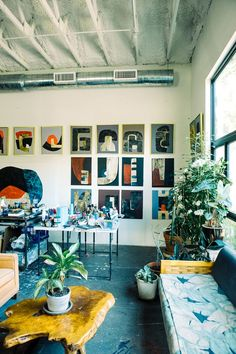 We are constantly inspired by female creatives. So we went inside Alexandra Valenti's art studio to see her process at work. Workshop Studio, Loft Studio, Dream Studio, Studio Spaces, Photo Art Studio, Art Studio At Home, Studio Layout, Female Painters, Cool Office Space