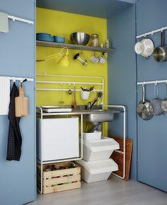 IKEA СУННЕРСТА Мини-кухня   903.020.79, IKEA СУННЕРСТА Рейлинг   303.037.22, IKEA ГРУНДТАЛЬ Полка навесная, нержавеющ сталь, 120 см   700.227.63,