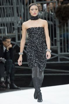 See the complete Chanel Fall 2017 Ready-to-Wear collection.