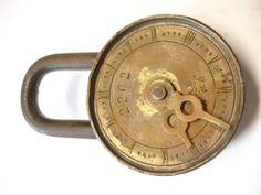 Altes seltenes Vorhängeschloss mit Zeit-/Zahlenkombination | gemarkt 2262