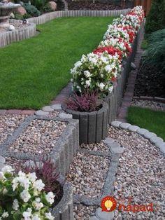 Svahovky, alebo betónové tvárnice na spevnenie svahu sa dajú v záhrade skutočne perfektne využiť. Ukážeme vám perfektné nápady, ako si z nich vytvoriť vyvýšené záhony, špirálovité záhrady, alebo pekné záhradné sedenie. Stačí pár kusov a môžete vytvárať skutočne perfektné veci. Inšpirujte sa! 1. 2. 3. 4. 5. 6. 7. 8. 9. 10. 11. 12. Hillside Garden, Tiered Garden, Home Landscaping, Dream Garden, Beautiful Gardens, Garden Plants, Decoration, Sidewalk, Exterior