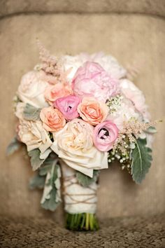 the prettiest palette in this bouquet  Photography by , Floral Design by