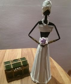 African Dolls, Paper Quilling, Origami, Diy And Crafts, Perfume Bottles, Girly, Wallpaper, Beauty, Newspaper Art