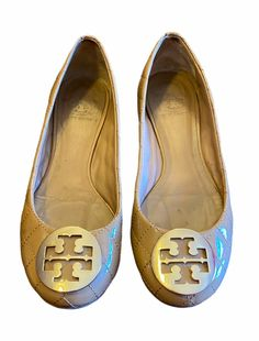 Genuine Leather, authentic quilted Tory Burch flats • Gently used with minor signs of wear (small stuffings on the logo medallions, as shown in photos) •Sz 7