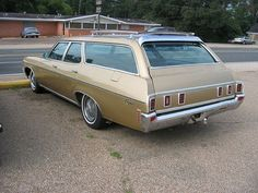 1970 Chevrolet Kingswood station wagon I like this American Classic Cars, Old Classic Cars, Station Wagon Cars, Chevy Impala, Chevrolet Chevelle, Us Cars, Vintage Cars, Antique Cars, Cool Cars