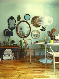 IDEA TO DECORATE THE WALL. FILLED IN MIRRORS: LUA NORD