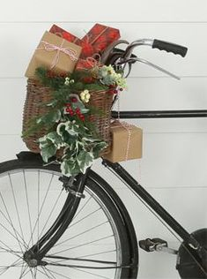 5 Ways to Decorate Your Bike for the Holiday Season