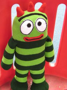 Free pattern for a cute monster by Drunken Aunt Wendy