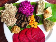 Indulge in this charcuterie board fit for a raw vegan queen! It features organic ingredients, is nutrient dense and probiotic rich! Raw Vegan Recipes, Vegan Foods, Vegan Snacks, Organic Recipes, Beetroot Carpaccio, Organic Granola, Chili And Cornbread, Vegan Sushi, Sauteed Vegetables