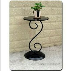 Guardar. Iron Furniture, Steel Furniture, Diy Furniture Projects, Home Decor Furniture, Wrought Iron Candle Holders, Modern Industrial Furniture, Iron Pergola, Wrought Iron Decor, Elegant Homes