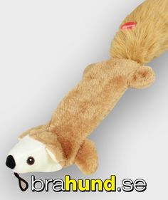 Ljusbrun, 40 cm lång plyschekorre som piper när hunden griper i den, med upphängning.
