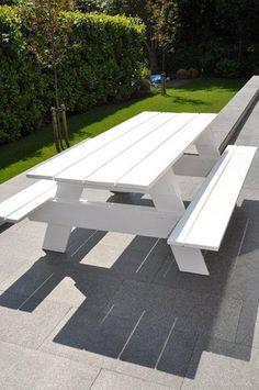 Witte picknicktafel