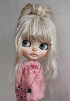 Pretty Dolls, Beautiful Dolls, Doll With Hair, Anime Art Girl, Manga Girl, Anime Girls, Embroidered Clothes, Bjd Dolls, Blythe Dolls For Sale