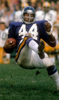 Chuck Foreman Very Versatile Viking 1, Minnesota Vikings Football, Jordan 23, Running Back, Ravens, American Football, Athletics, Football Helmets, Old School