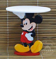 Bandeja em MDF para docinhos Pintada à mão Enviamos desmontada Pode ser feita com outros personagens Diâmetro da bandeja = 25cm Altura = 27cm Não serve para colocar bolo, somente para docinhos Mickey Mouse Bedroom, Mickey Mouse House, Mickey E Minnie Mouse, Mickey Mouse Crafts, Theme Mickey, Fiesta Mickey Mouse, Mickey Mouse Parties, Mickey Party, Mickey Mouse Clubhouse