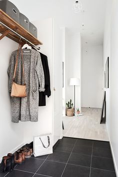 Home interior scandinavian hallways 34 ideas Home Design Diy, House Design, Scandinavian Interior, Home Interior, Modern Interior Design, Decoration Hall, Ikea Small Spaces, Home Library Rooms, Home Gym Flooring