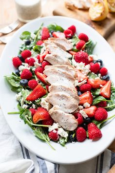 Grilled Chicken Berry Salad with Lemon Poppy Seed Dressing Big Salads, Summer Salads, Marinated Chicken, Grilled Chicken, Lemon Poppy Seed Dressing, Pork Burgers, Berry Salad, Goat Cheese Salad, Spinach Leaves