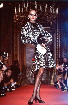 Fall-Winter 1987 Haute Couture Christian Lacroix, спасибо http://mississipy.livejournal.com