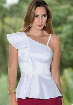 Blusa Walk In Wardrobe, Occasion Wear, Blouse Designs, Smocking, Style Me, Peplum, Fashion Dresses, Prom Dresses, Womens Fashion
