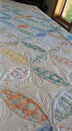 Quilting on orange peel Machine Quilting Designs, Quilting Patterns, Quilting Ideas, Longarm Quilting, Hand Quilting, Low Volume Quilt, Colorful Quilts, Traditional Quilts, Quilt Stitching