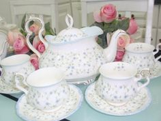 Royal Albert - Caroline Tea Set