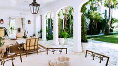 indoor/outdoor living room lounge area in Palm Beach // outdoor spaces