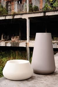 We love the combination of dove grey and white pots. When paired together it gives a sleek and sophisticated look.