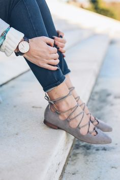 (source) I'm a flats girl through and through. With a and almost 3 year old to chase after, I've got no time to mess with pumps or even wedges these days. And lace up flats are the … Shoe Boots, Shoes Heels, Pumps, Flat Shoes, Ankle Boots, Dress Shoes, Cute Shoes, Me Too Shoes, Flats