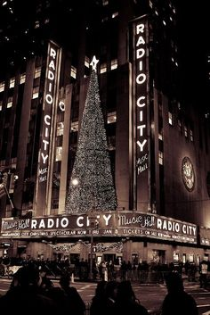 nye christmas // christmas in new york // radio city // nyc // christmas tree // christmas lights