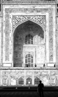 Taj Mahal by Armando Cuéllar  | black and white #BlackandWhite