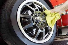Cleaning your car can be tedious work that a lot of us try to postpone. Some hate it so much that they pay a lot of money for someone else to do the dirty Diy Car Cleaning, Clean Your Car, Cleaners Homemade, Car Wash, Minion, Easy Diy, Automobile, Remedies, Hacks