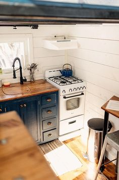 Farmhouse Cottage on Wheels by Willowbee Tiny Homes This is The Hive. It's a farmhouse-style tiny cottage on wheels by Willowbee Tiny Homes out of New York. The tiny home features a living area, sleeping loft, kitchen, bathroom, bar sto… Small Tiny House, Tiny House Cabin, Tiny House Living, Tiny House Plans, Tiny House On Wheels, Tiny House Design, Tiny Tiny, Tiny Farm, Tiny Houses