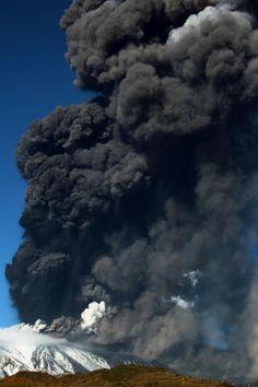 #Etna, nuova eruzione: le foto della nube di cenere lavica del 25 novembre 2013