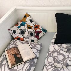 """Páči sa mi to: 8, komentáre: 1 – Martin Bugár (@martin_bugarr) na Instagrame: """"On hot days this is the best place for relaxing 🤤📖 #2017 #relax #bed #book #pillows #dnesfotimpostel"""""""